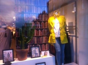 Pretty Woman Ålesund, Norge, Camilla Mørch Raincoat Grebbestad Yellow Lemon